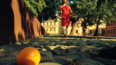 Appelsiinitarina - Dropping Oranges Photo: Perttu Hangaslahti